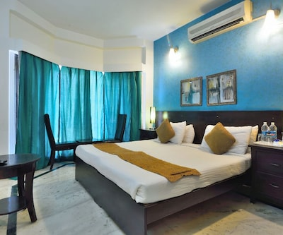 Hotel Woodbridge Managed By Crossroads Hotel,Gurgaon
