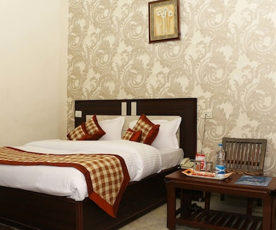 Deluxe AC Double - Room Only, https://imgcld.yatra.com/ytimages/image/upload/c_fill,w_400,h_333/v1497856358/Hotel/Ludhiana/0000096203/1593955~Deluxe_Cs9bZm.jpg