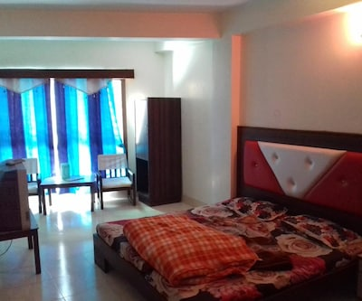 Hotel Natraj Palace, Picture Palace Road,