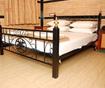 Hotel Hira, Marine Lines,