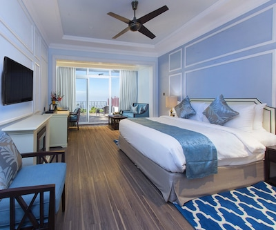 Moonlight Bliss, Moonlight Bliss Rooms have ceiling fan, adjustable window, television set and attached bathroom.