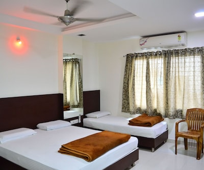 Hotel Maheshwari Avenue, Sri Mahakaleshwara Swamy Templ,