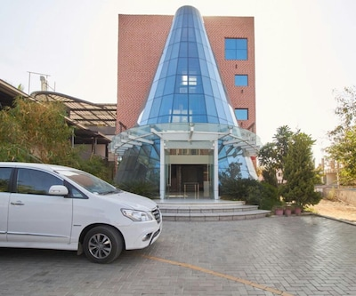 Satyan Inn,Shirdi