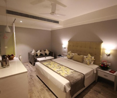 Hotel Emerald,Chandigarh