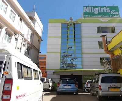 FabHotel Nilgiris Inn Ettines Road
