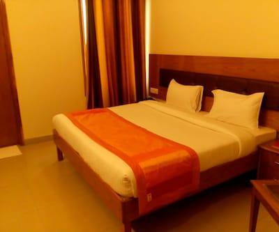 Casa Meera Hotel,Noida