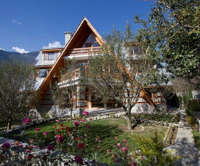 Orchard House by Aamod,Manali