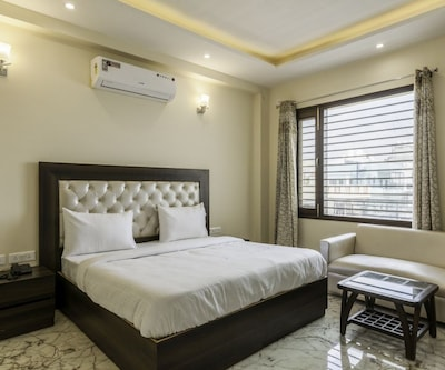 FabHotel Tavishk Golf Course Road,Gurgaon