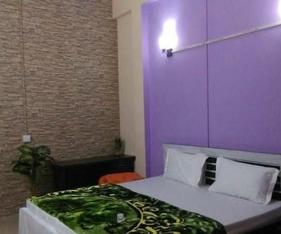 Dwivedi Guest House,Noida