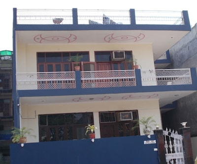 Home Stay Inn,Noida