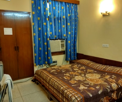 Jaybees Bed & Breakfast(Silver),New Delhi