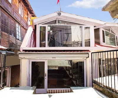 Elegant stay for a small group on Mall Road,Shimla