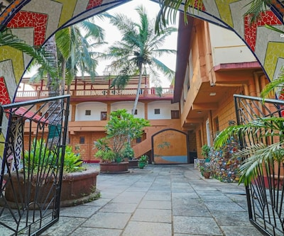 Peaceful boutique stay, 850 m from Candolim beach,Goa