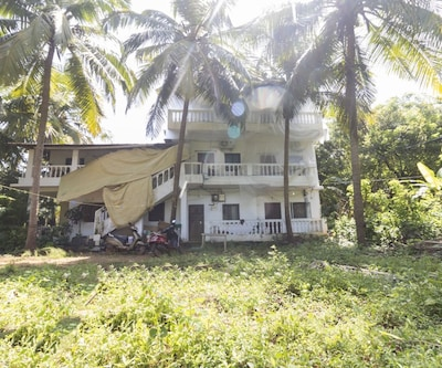 Restful stay for three, 900 m from Calangute beach,Goa