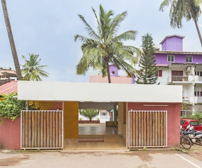 Spacious room with a pool, perfect for backpackers,Goa