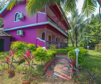 6-bedrooms guest house, 1.3 km from Benaulim Beach,Goa