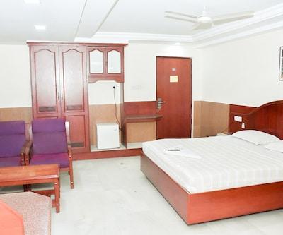 Hotel Rathna Residency, West Perumal Maistry Street,