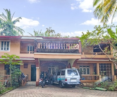 2-BHK bungalow for a family retreat, close to Betalbatim beach,Goa