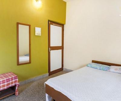 2-BHK bungalow for a family retreat, close to Betalbatim beach, Betalbatim,
