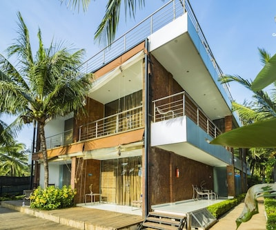 Contemporary villa for three, 230 m from Candolim Beach,Goa
