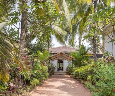Elegant 2-BR stay with a stunning view,Goa