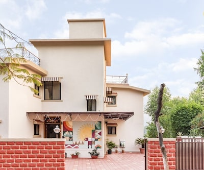 Well-appointed 8-BR bungalow with a serene view,Mahabaleshwar
