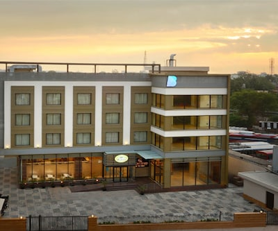 Centrum Hotel By Brijwasi,Mathura