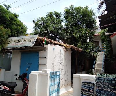 Raju Guest House,Hampi