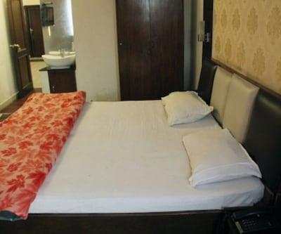 Bombay Palace,Srinagar