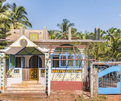 Tropical 6-BR stay for friends, 400 m from Ashwem Beach,Goa