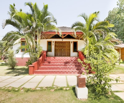 Beach-facing room for three, ideal for a lavish holiday,Goa