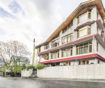 Homely 2-BR abode for a family, near Beas River,Manali