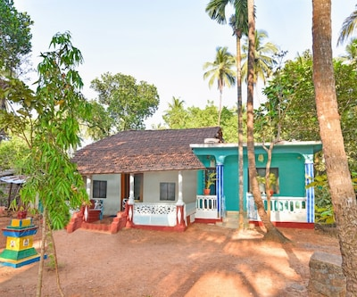 Charming 2-BR stay, 1 km from Anjuna Beach,Goa