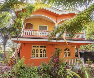 Cheerful stay for a large group, 400 m from Benaulim Beach,Goa