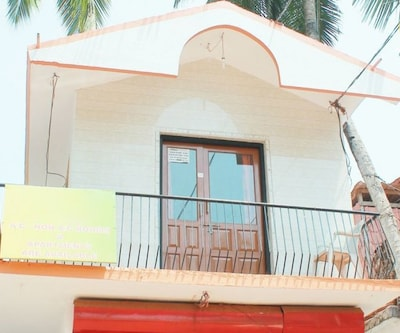 Capacious apartment for a small family, walking distance from Baga beach,Goa