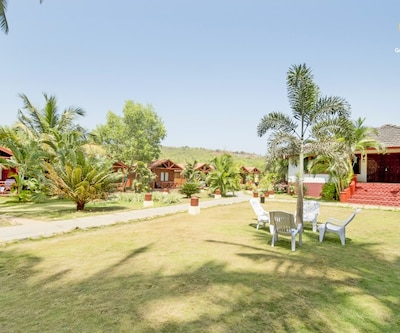 Tent stay for those on a romantic escapade, 150 m from Ashwem Beach,Goa