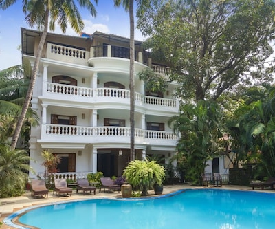 Lavist boutique room with a pool, 200 m from Baga beach,Goa