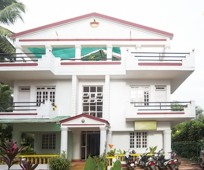 Single bedroom in a guest house, 850 m from Calangute Beach,Goa