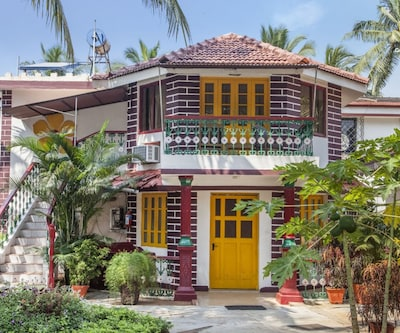Quintessential 1-bedroom Goan villa, 350 m from Titos Cafe,Goa