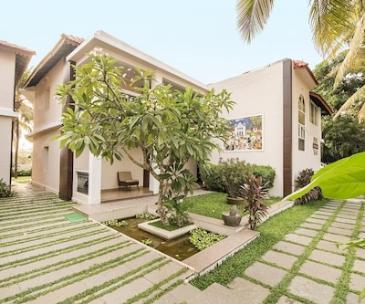 Chic abode with a romantic touch, near Candolim Beach,Goa