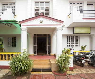 Homely vacation for a couple, 850 m from Calangute Beach,Goa