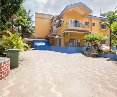 Well-appointed 2-bedroom apartment, 1.4 km from Candolim beach,Goa