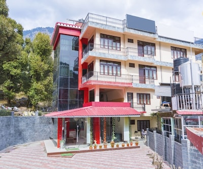 Hillside retreat for three, ideal for a small group,Dharamshala