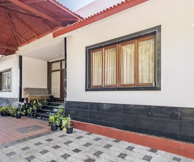 1-bedroom in a cottage with a sprawling garden, 1.8 km from Wellington Lake,Ooty