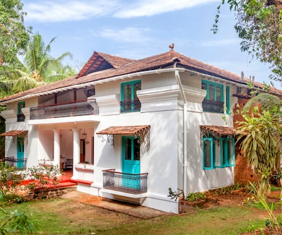 Palatial cottage room with pool for a couple on the Divar island,Goa
