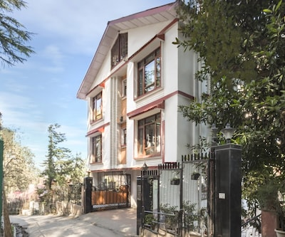 Well-furnished boutique room, ideal for romantic vacation,Shimla