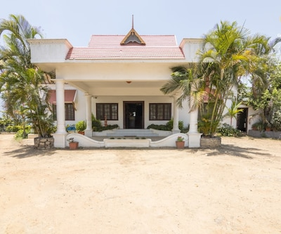 Idyllic stay for three, 1 km from Sandalwoods Forest,Munnar