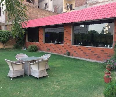 D'S Mezbaan Hotel,Gurgaon