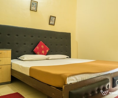 Deluxe Room Non AC With Breakfast, https://imgcld.yatra.com/ytimages/image/upload/c_fill,w_400,h_333/v1509361356/Hotel/Coorg/00103190/Deluxe_Room_(6)_I7x8u7.jpg