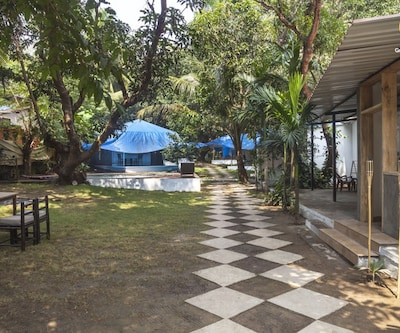 Comfy Swiss tent with a pool, 1.6 km from Vagator Beach,Goa